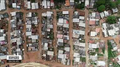 Ocupações: 400 famílias vivem no Dona Cida, no maior bairro de Curitiba - Essa é a terceira reportagem da série Ocupações, do Bom Dia Paraná.