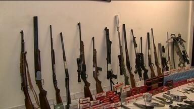 Polícia encontra arsenal na casa de advogado em SP - O homem preso disse que é colecionador de armas, mas não soube explicar o que fazia com armas de uso restrito da polícia e do exército.