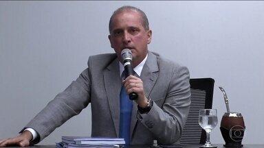 Governo Bolsonaro anuncia que terá 22 ministros; 7 ministérios serão extintos - O futuro ministro da Casa Civil, Onyx Lorenzoni, anunciou nesta segunda (3) a estrutura do governo Bolsonaro. O Ministério do Trabalho será extinto e incorporado a outras três pastas. Ao todo, sete ministérios serão extintos.