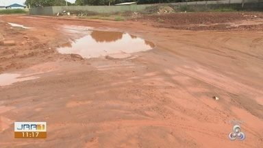 Vamos falar sobre problemas enfrentados por moradores em Boa Vista - Na rua Siló, o asfalto foi danificado por conta da implantação da rede de esgoto, mas depois do termino do serviço, o asfalto não foi recuperado.