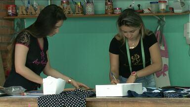 Irmãs são exemplo de empreendedorismo - Senai de Paranavaí está com inscrições abertas para o curso de corte e costura.