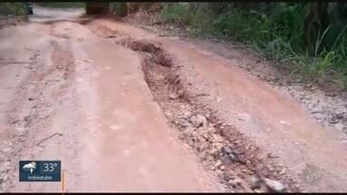 'Até Quando?': Moradora reclama de falta de manutenção em estrada de Sousas - Estrada Municipal Adelina Segantine Cerqueira, que liga o distrito a Campinas (SP), está em péssimas condições.