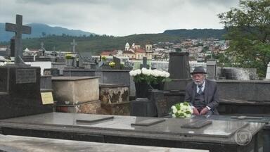 André leva flores para Julia Castelo e conversa com Vicente - Vicente fala sobre sua missão