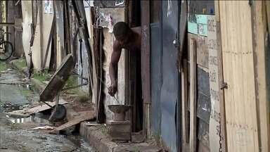 No Brasil, 15,2 milhões vivem abaixo da linha da extrema pobreza, diz IBGE - Instituto pesquisou mercado de trabalho, educação, moradia e distribuição de renda para ter um retrato da qualidade de vida dos brasileiros e confirmou que a pobreza cresceu.