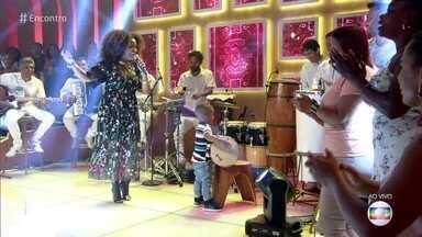 Mariene de Castro canta 'Vi Mamãe na Areia' - Samba arrebata o pequeno Renan que dá uma canja com seu tantã