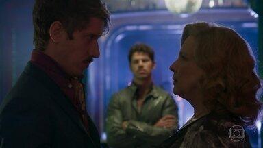 Adamastor convence Ondina a permitir a entrada de Júnior no cabaré - Gabriel desconfia da saída do pai, que se encontra com Stefânia no estabelecimento de Ondina. Júnior provoca Adamastor