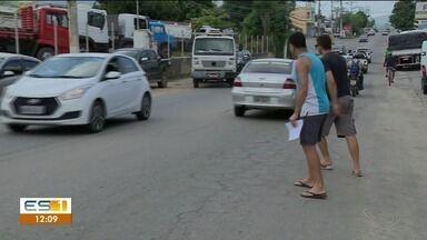 Atravessar a ES-482, em Cachoeiro de Itapemirim, é desafio para pedestres - Em novembro uma adolescente morreu no trecho.