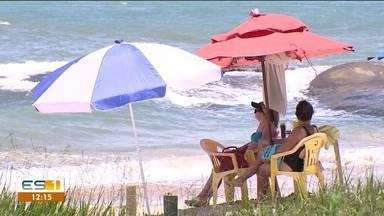 Expectativa para o litoral Sul do ES é de receber milhares de turistas - Alta temporada traz muita gente para a região.