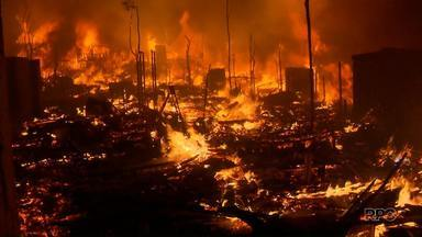 Casas pegam fogo na Cidade Industrial de Curitiba - Incêndio se alastrou rapidamente; ninguém se feriu
