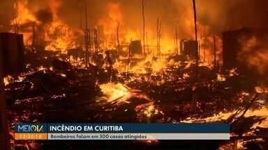 300 casas são atingidas por incêndio na cidade Industrial em Curitiba - Ninguém ficou ferido. Bombeiros demoraram mais de duas horas para controlar as chamas.