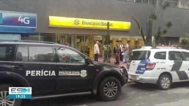 Agência bancária é arrombada no Centro de Guarapari, ES - De acordo com a polícia, criminosos usaram um maçarico para invadir o local e roubar dinheiro do cofre.