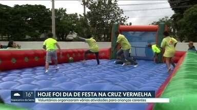 Cruz Vermelha faz festa de final de ano - Voluntários organizaram atividades para crianças carentes