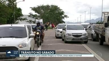 Cidade do Rio registra 113 km de engarrafamento - Trânsito é cinco vezes o de um sábado comum.