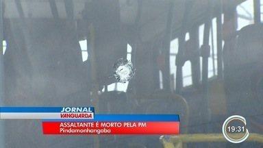 Um assaltante de 29 anos morreu ao tentar roubar ônibus em Pinda - PMs estavam no ônibus e reagiram.