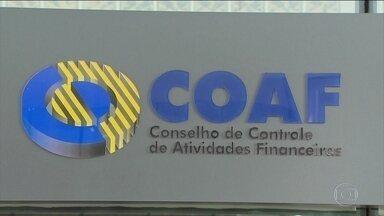 Contas de 75 servidores da Alerj têm movimentação suspeita, afirma Coaf - Ex-assessor de Flávio Bolsonaro recebia mesmo quando estava fora do país. Maior movimentação envolveu quatro pessoas ligadas ao gabinete de André Ceciliano (PT).