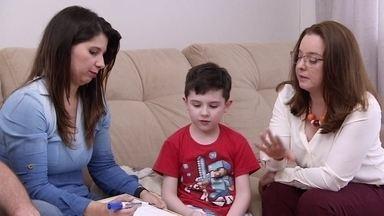 Ah, Essas Crianças...Fernando é vidrado em eletrônicos - A mãe do Fernando pediu nossa ajuda e nós levamos uma especialista pra ajudar a família.