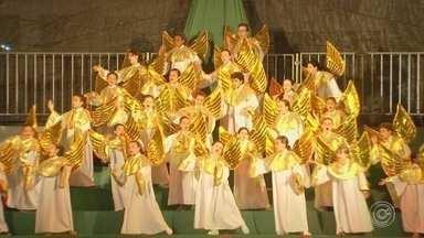 Cantata de Natal é atração no Centro de Sorocaba - Quem for às compras no Centro de Sorocaba (SP) nesta época de ano tem uma atração a mais: a Cantata de Natal.