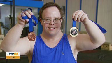 Atleta com síndrome de down em Araraquara se dedica ao Crossfit e dá lição de vida - Conheça a história de José Artur.