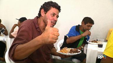 Voluntários realizam almoço de natal há 41 anos - O almoço é servido no dia 25 de dezembro para pessoas carentes. São esperadas 500 pessoas neste ano.