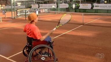 Cadeirantes disputam torneio de tênis em Goiânia - Goiânia Open é realizado no Clube de Engenharia