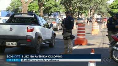 Motoristas foram fiscalizados na Avenida Colombo - O objetivo é evitar os acidentes em rodovias.