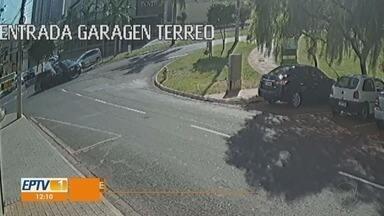 Carros vão parar em cima da calçada após colisão na zona sul de Ribeirão Preto - Câmera de segurança registrou acidente, mas ninguém ficou ferido.