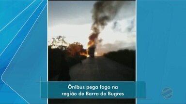 Ônibus pega fogo na MT-246 e passageiros perdem bagagens - Ônibus pega fogo na MT-246 e passageiros perdem bagagens.