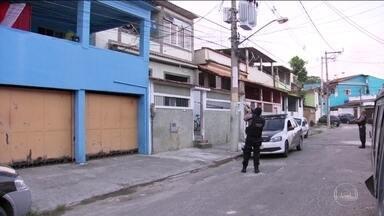Polícia prende 27 integrantes da maior quadrilha de milicianos do Rio - Operação reuniu 1.700 militares das Forças Armadas e 200 policiais civis. Dos 118 mandados de prisão, só 27 foram cumpridos por causa de vazamento de informações.