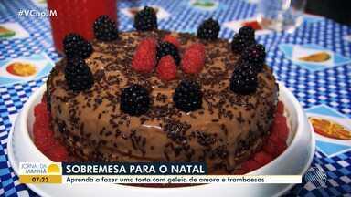Aprenda receita de torta recheada de amora e cobertura de framboesa - A sobremesa é uma boa pedida para o fim de ano.