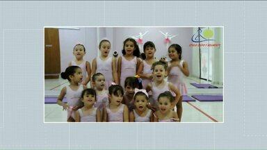 """Crianças ajudam a chamar o intervalo do Meio Dia Paraná - Envie o seu vídeo dizendo """"Meio Dia Paraná volta já""""."""