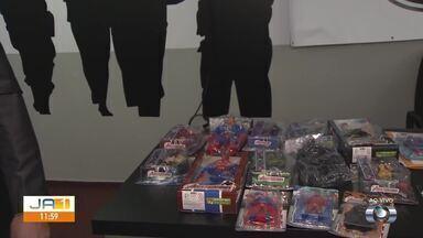Polícia Civil apreende quase 30 mil brinquedos falsificados em Goiânia - Operação aconteceu em loja de Campinas.
