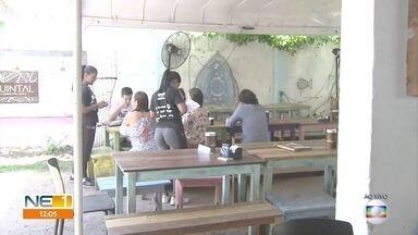 Confraternizações movimentam restaurantes durante o fim de ano - Donos dos estabelecimentos comemoram o aumento de clientes que desejam estar com amigos.