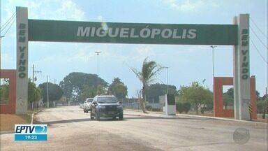 Funcionários públicos de Miguelópolis reclamam de demora para receber o 13º salário - Aposentada diz não ter dinheiro para o almoço de Natal.