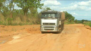 Caminhoneiros reclamam das condições de rodovias no sul do Maranhão - As rodovias para escoamento da safra agrícola estão em péssimas condições.