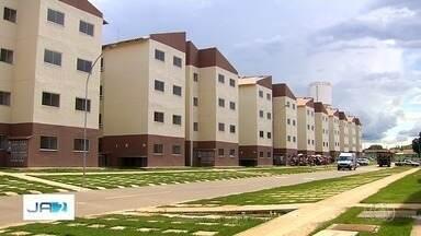 Aparecida de Goiânia entrega chaves de imóveis do Minha Casa Minha Vida - Futuros moradores do condomínio comemoram a conquista da casa nova.