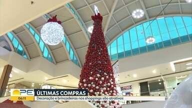 Comércio está preparado para receber consumidores que deixaram compras para o último dia - Nos shoppings, é possível contemplar a decoração natalina e curtir as brincadeiras