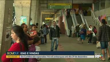 Cerca de 116 mil embarques são esperados na rodoviária de Curitiba até sábado - Só hoje mais de 500 ônibus devem passar por lá.