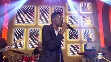 Kevin Ndjana canta 'Uptown Funk' - O cantor anima o palco do 'Encontro'