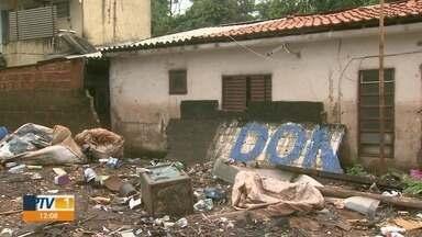 Chuva forte causa enchentes em duas favelas na zona norte de Ribeirão Preto - Parte dos moradores ficou desabrigada nas comunidades do Brejo e da Locomotiva.
