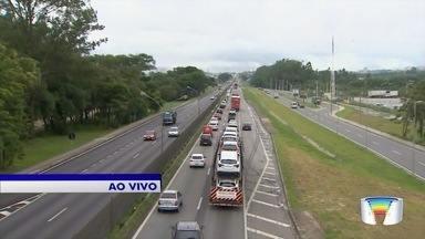 Movimento aumenta nas estradas da região - Turistas começaram a sair para réveillon.