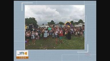 Crianças de projeto recebem doações da 'Árvore do Bem' - Crianças de projeto recebem doações da 'Árvore do Bem'