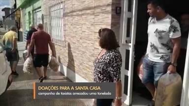 Campanha de taxistas arrecada uma tonelada de alimentos para Santa Casa de Rio Grande - Doações foram entregues para funcionários, que seguem com salários atrasados e sem previsão de pagamento.
