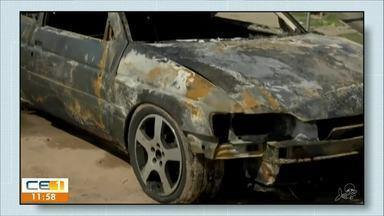Carro pega fogo na Av. perimetral - Confira outras notícias no g1.globo/ce
