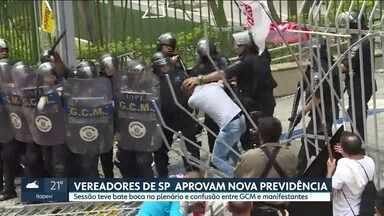Vereadores de SP aprovam nova Previdência - Sessão teve bate boca no plenário e confusão entre GCM e manifestantes.