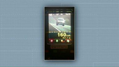 Abuso de velocidade esteve entre as infrações mais cometidas nas rodovias paranaenses - E 164 motoristas foram flagrados dirigindo embriagados.