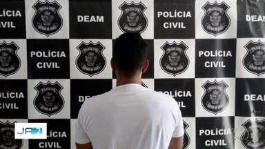 Professor é preso suspeito de estuprar aluna em Goiás - Segundo delegado, ele deve responder por estupro de vulnerável.