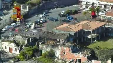 Tremor causado pela erupção de vulcão deixa 28 feridos na Itália - O terremoto foi o mais forte dos últimos dois dias, quando o monte Etna entrou em erupção. 600 pessoas estão desalojadas na região da Catânia, na Sicília.