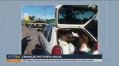PRF para motorista que transportava crianças no porta-malas do carro - Situação ocorreu em Maringá e o veículo viajava com excesso de passageiros.