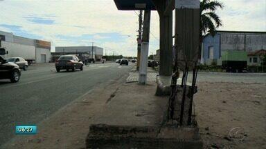 Moradores da Ponta Grossa e Tabuleiro cobram infraestrutura em ponto de ônibus de Maceió - Problema tem causado transtornos nos bairros.