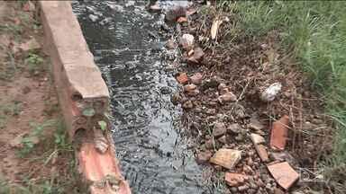 Menos de 15% das casas de Codó possuem saneamento básico - Por causa disso, esgotamentos sanitários das residências acabam indo para as ruas e o resultado de risco de doenças é maior.